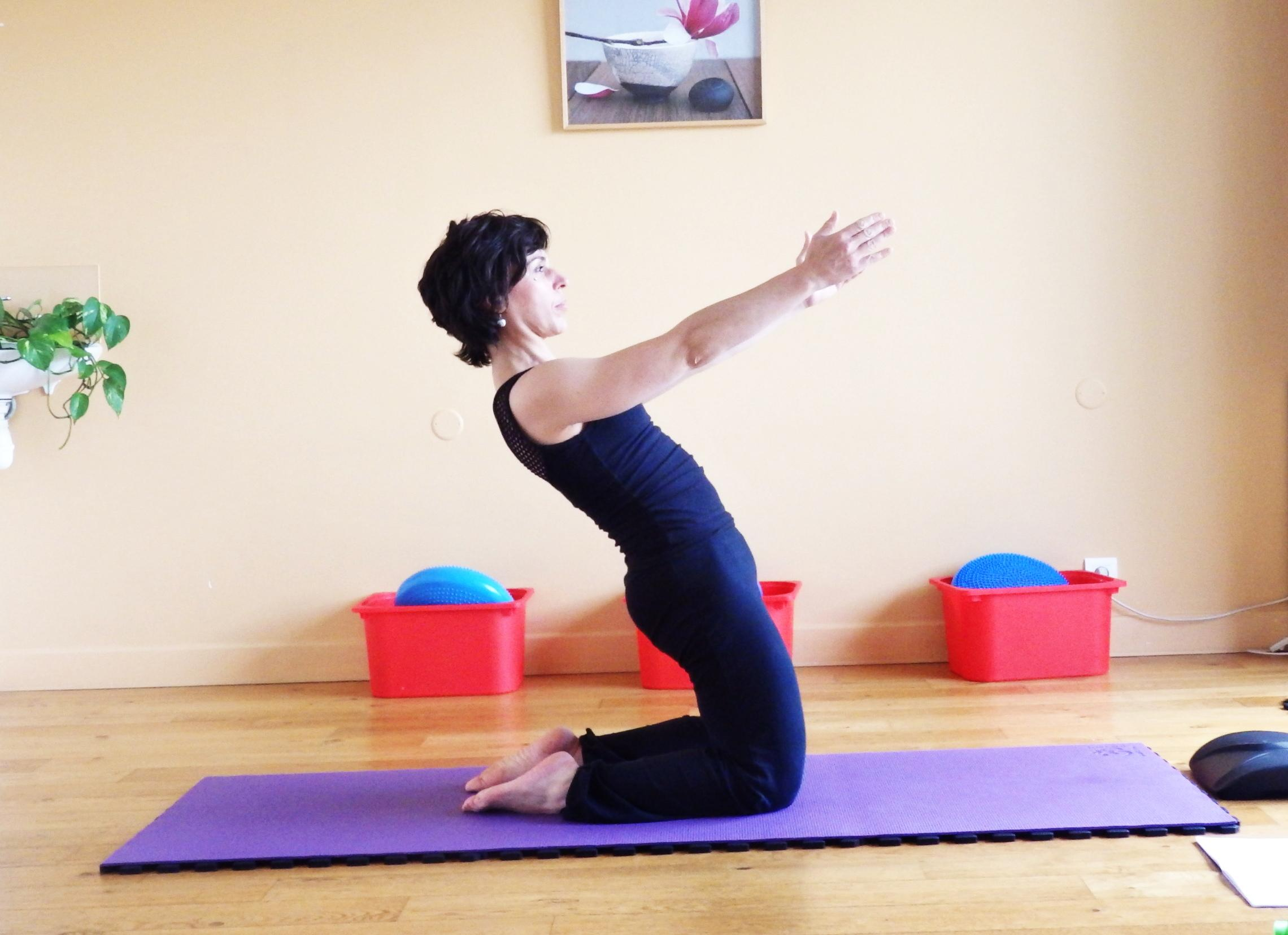 Exercice pilates - le sissy squat a genou